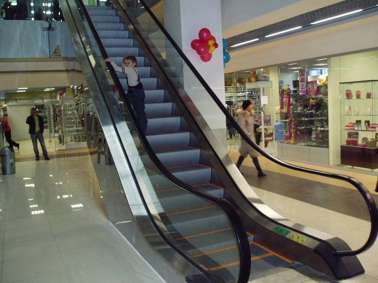 Фото торговый центр дети